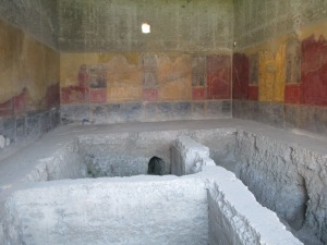 But then there are the beautiful colorful frescos that display the beauty of Pompeii.